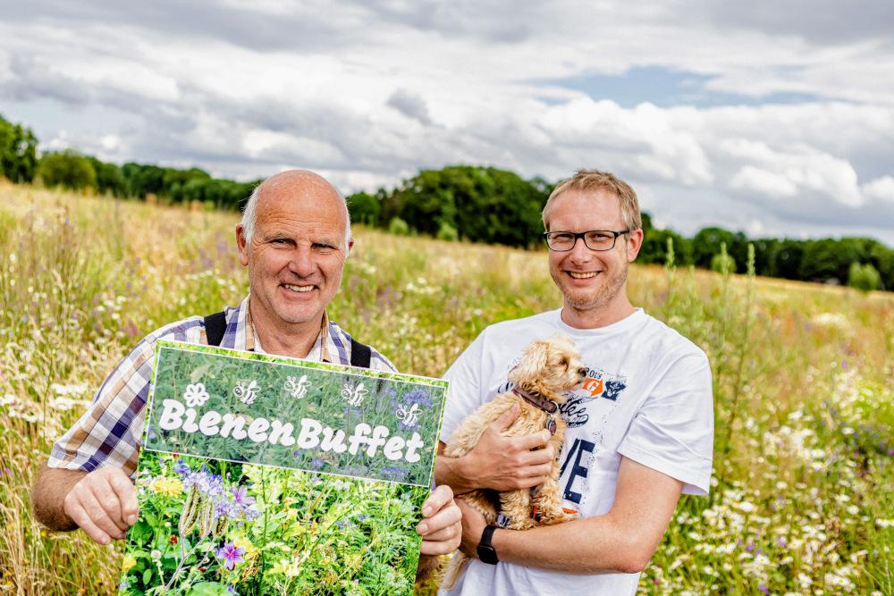 Heinrich und Heiner Wulfhorst am BienenBuffet. Copyright: Sven H. Hillert; Bertelsmann